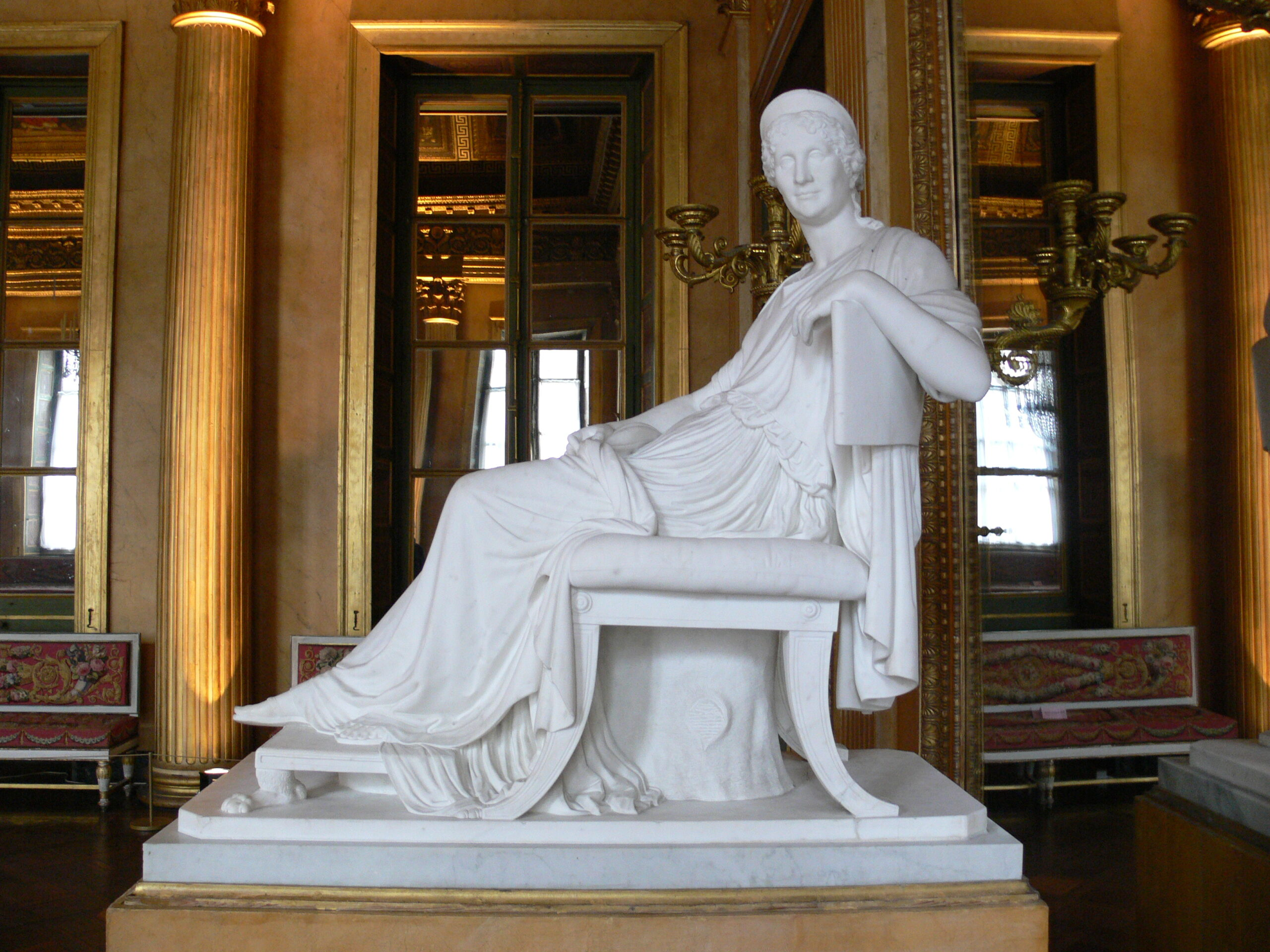 Madame mere statua